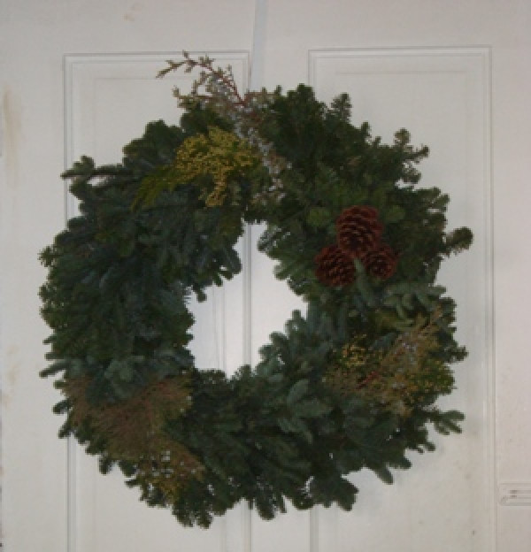"""Fresh Noble Wreath With Mixed Greens 26"""""""